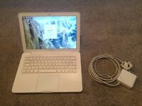 "Apple MacBook 13"" White (Mid 2010) 2.4GHz - 4GB - 250GB"