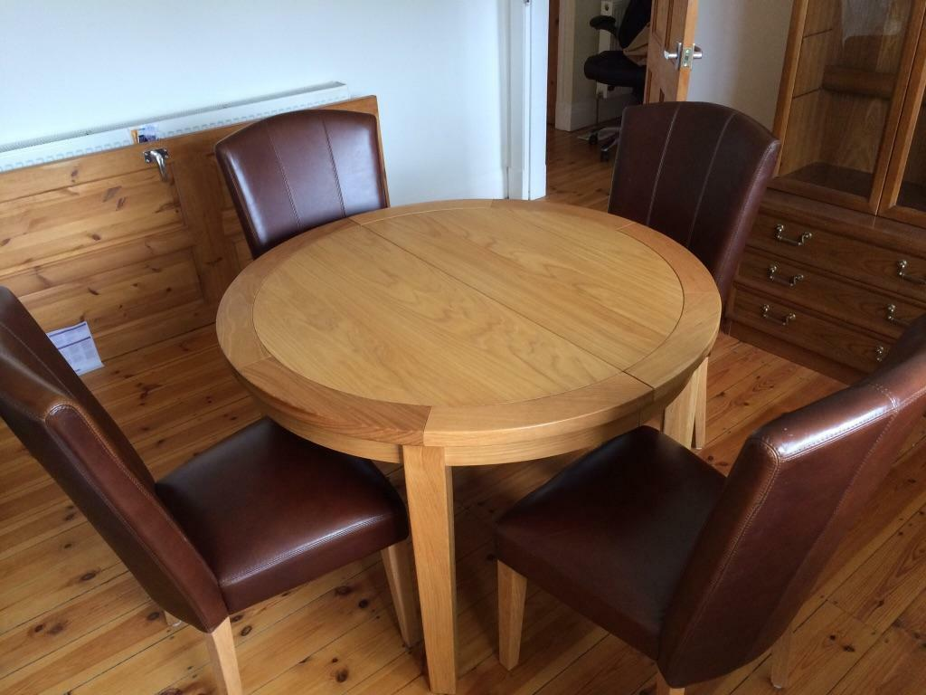 Oak Extending Dinning table with 4 Leather Chairs  : 86 from www.gumtree.com size 1024 x 768 jpeg 74kB