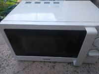 Microwave Oven for Sale, **Like New**, Excellent Condition, Hardly Used