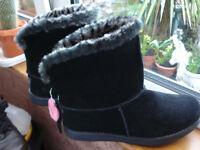 FOR SALE - LADIES BLACK SKECHERS POLAR ADORBS BOOTS