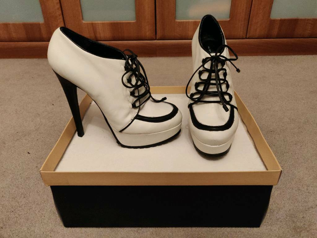 4f13650acfb4 Variety of Women s Shoes   Heels For Sale