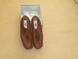 Bowls shoes, size 7.