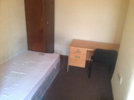 Cosy cheap room is available close to University and city center. Only £79p/w. Available NOW.