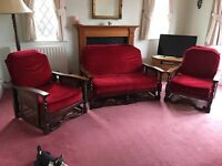 STUNNING VELVET SUITE CAN DLEIVER FREE