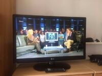 """LG 32"""" HD Ready LED TV with Freeview"""
