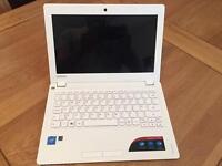 """Lenovo Ideapad 100s 11.6"""" White Windows 10 Perfect Condition Still Under Warranty"""