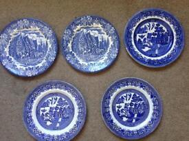 5 x vintage blue / white plates