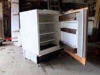Integrated fridge (fits under worktop)