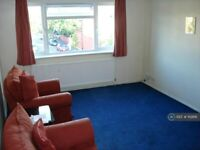 2 bedroom flat in Palmerston Road, London, N22 (2 bed) (#1112816)