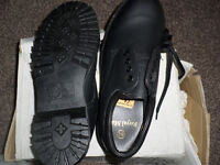 Ladies protective shoes complying to BS EN347 non steel toe cap-exc condition never been worn.
