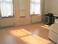 SPACIOUS 3 BEDROOM FLAT CLOSE WALKING DISTANCE TO STRATFORD UNDERGROUND AND WESTFIELD ..!!!