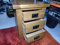 SMALL SOLID OAK 3 DRAW CHEST