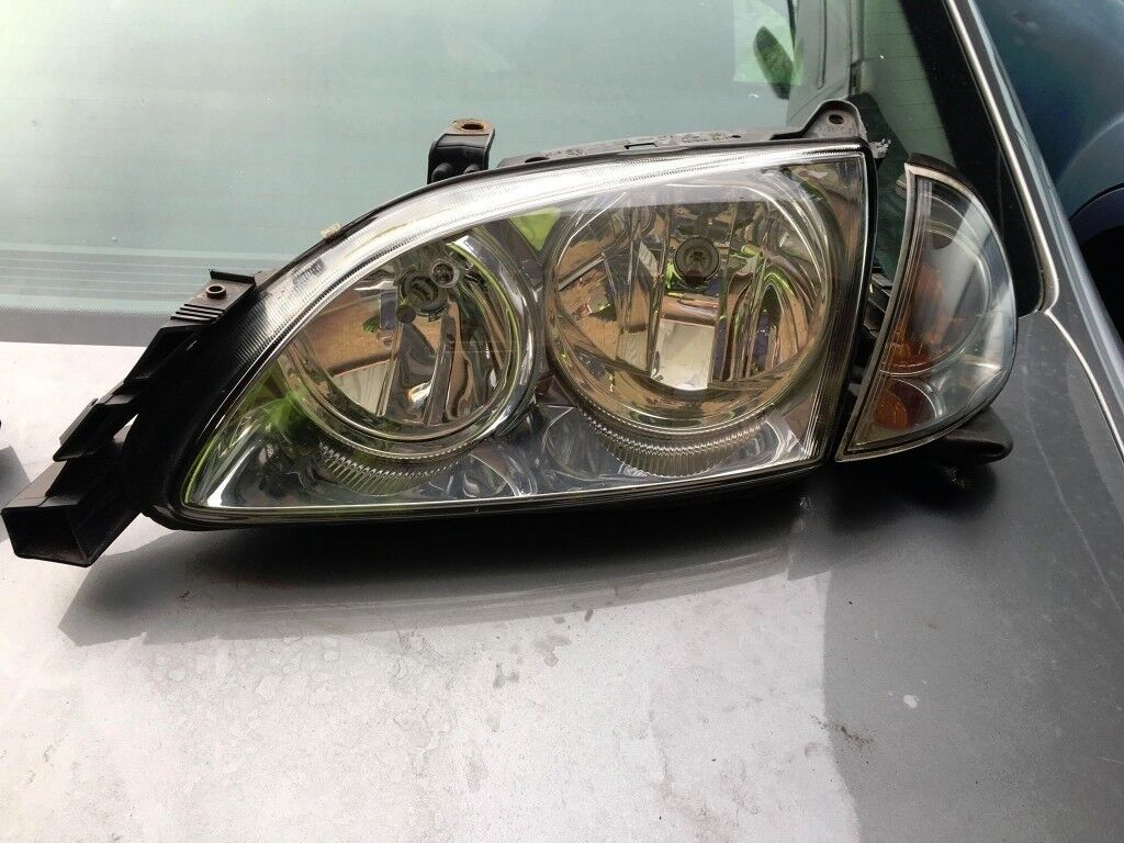 TOYOTA AVENSIS 2005 DIESEL 2.0 ENGINE BOTH FRONT HEADLIGHTS