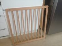 Baby Gate - pine best condition