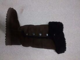 Knee high celtic and co sheepskin boots barely worn size 4