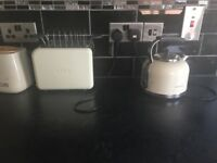 Cream kettle and Toaster set