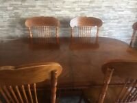 Oak Dining Table and 6 chairs / the table is extendable to 7ft.