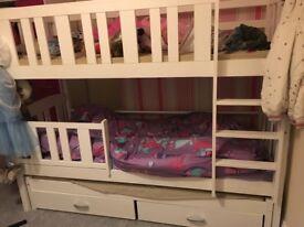 Triple sleep bunk beds