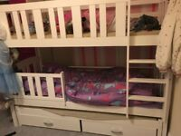 Triple sleep bunk beds