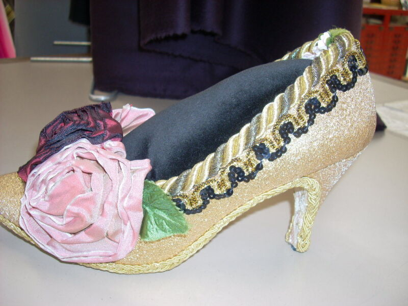 Pincushion Shoe Real Ladies Gold Metallic Jewelry Sewing Display Gift GORGEOUS!!