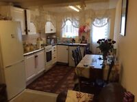 DOUBLE ROOM TO RENT NEAR TRAIN STATION.