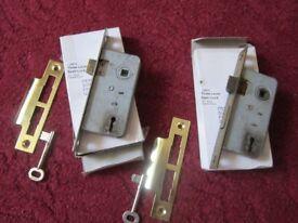 2 x 3lever sash locks Ideal for sheds etc