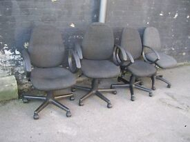 DARK GREY PADDED FABRIC GAS LIFT SWIVEL OFFICE CHAIRS WITH ARMS 5 FOR SALE ALL GOOD CONDITION