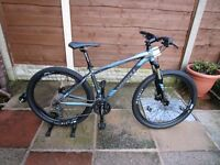 Giant talon 1 mountain bike brand new condition never been used 18 inch medium size.