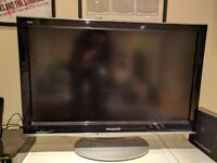 "Panasonic 32"" HD TV and Blu-Ray player"