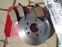 Brand New - 2 x Front Drive Shafts- New Discs & Brake pads for a Freelander