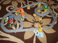 Chuggington Interactive train set with Wilson + 2 extra trains and carriages