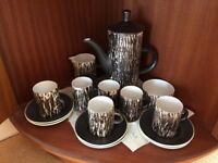 Attractive coffee set in excellent condition - coffee pot, 6 mugs & saucers, milk jug, sugar bowl.