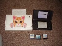 NINTENDO DS LITE WITH GAMES AND CASE CHARGER