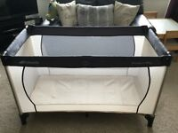 Hauck Dream n Play Travel Cot in cream / grey -Excellent Condition