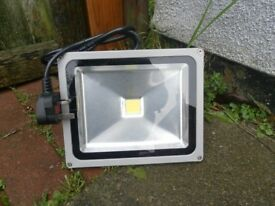 BRANDNEW-10W LED FLOODLIGHT(WHITE) WITH 3PIN PLUG