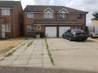 A beautifull 5 bedroom semi detached house with garage (clemence road)