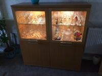 Oak wall unit in excellent condition.