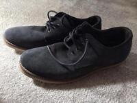 Men's Howick size 10 dark blue shoes