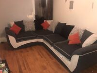 *** IMMACULATE 4 SEATER RIGHT HAND CORNER SOFA***