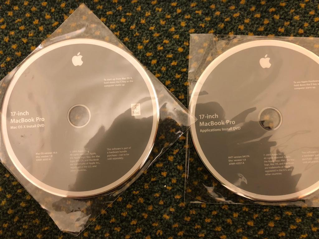 Late 2009 Macbook Pro 17 In Colchester Essex Gumtree Original New Rubber Feet 13 15 2012 Year