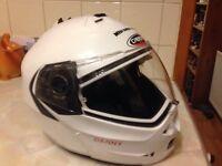 Motorcycle crash helmet