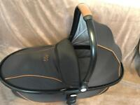 Egg carrycot in black with tan trim