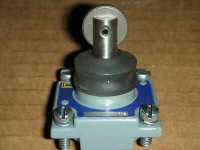 Square D 9007d Limit Switch Roller Plunger Head New