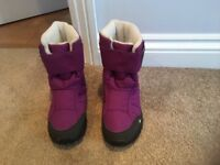 Decathlon size 1.5 girl's snow boots, very little use.