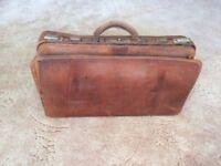 Vintage leather Gladstone/Doctors bag