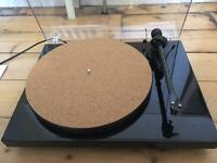 Project debut carbon record player