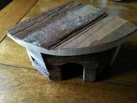 Small animal hut