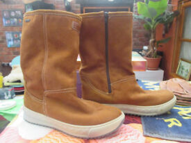 Ladies, size 7 calf length boots, with zip.