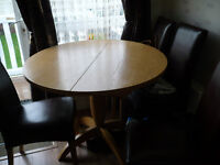 Round Extending Kitchen Tabble + 4 chairs