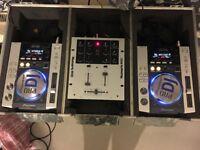 Pioneer 2x Decks and Mixer